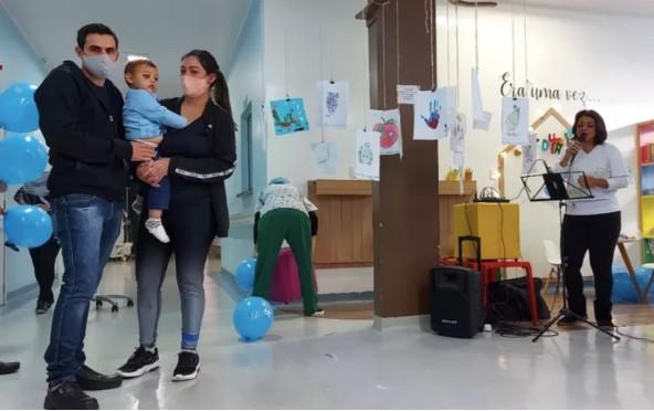 SC: Bebê ferido em ataque a creche recebe alta médica
