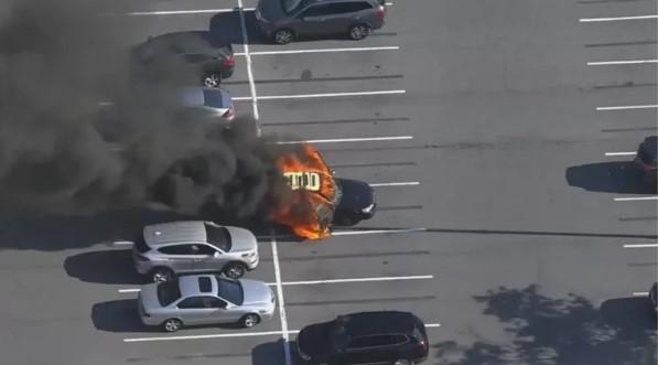 Carro explode após homem usar álcool em gel e acender cigarro