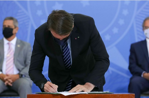 Bolsonaro veta prazo de 5 dias para fim de registro de empresas