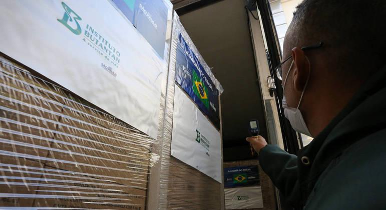 Ministério distribui 6,4 mi de doses da Pfizer, Oxford e CoronaVac