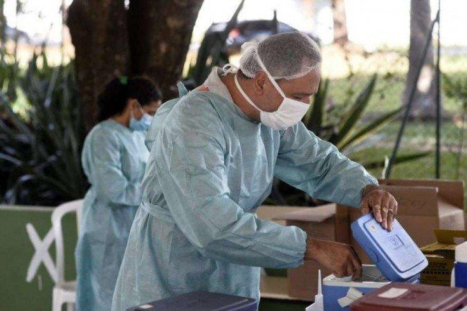 Vacinação já evitou a morte de pelo menos 43 mil idosos no Brasil, diz estudo
