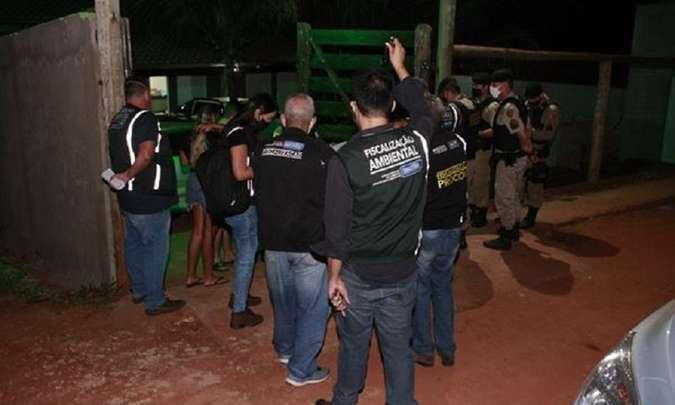 Operação encerra festa com mais de 70 pessoas e aplica R$ 20 mil em multas