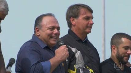 Bolsonaro afronta Exército ao dar cargo e pedir aplausos a Pazuello, avaliam militares da ativa
