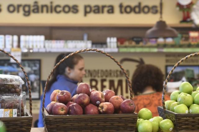 Intenção de consumo das famílias retoma crescimento em junho