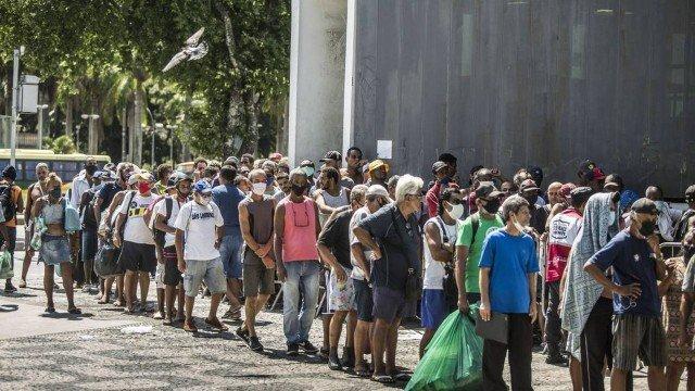 Desemprego mantém taxa recorde de 14,7% em abril, aponta IBGE