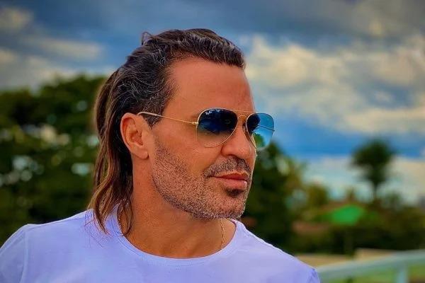 Eduardo Costa leva calote após colocar à venda mansão de R$ 10 milhões