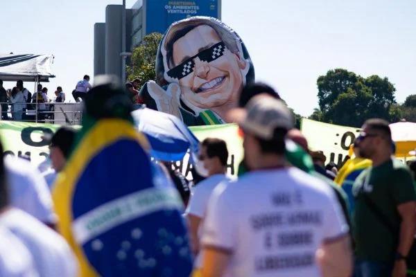 Bolsonaristas organizam caravanas e vendem pacotes para atos de 7 de setembro
